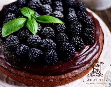 Рецепт шоколадного торта с ежевикой