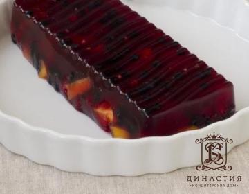 Рецепт торта-желе с ягодами и персиками
